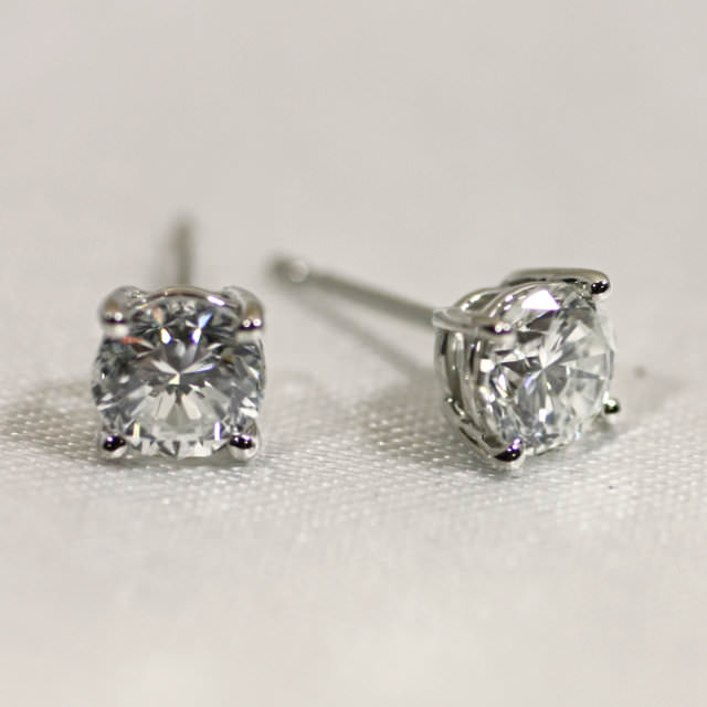 OJ290019-pt900-diamond-pierce.jpg