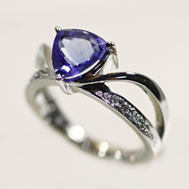 OJ290029-pt900-tanzanite-diamond-ring.jpg