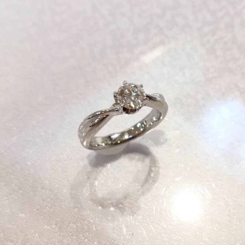 OJ290071-pt900-diamond-engagement-ring