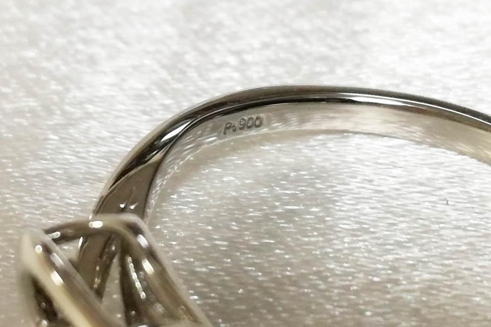 指輪に打刻された刻印