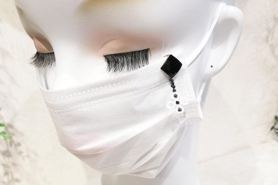 シェル・ヘマタイトマスクチャーム(MC009)着用イメージ