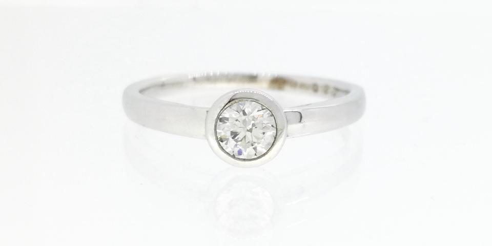 婚約指輪の爪の種類-フクリン留め